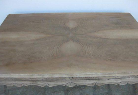 Sandblasting a table